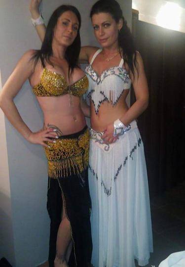 Танцьорки на ориенталски танци (снимка)