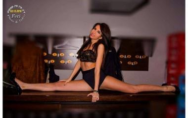 Танцьорка на клубни танци (снимка)