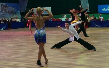 Танцьори на класически и състезателни танци (снимка)